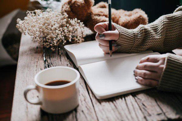 Kinh doanh giáo dục bằng cách viết sách
